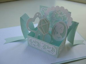 jewelry20box 300x225 - 手作りで飛び出すカードが作れるの!?オリジナルポップアップカードの基本的な作り方!
