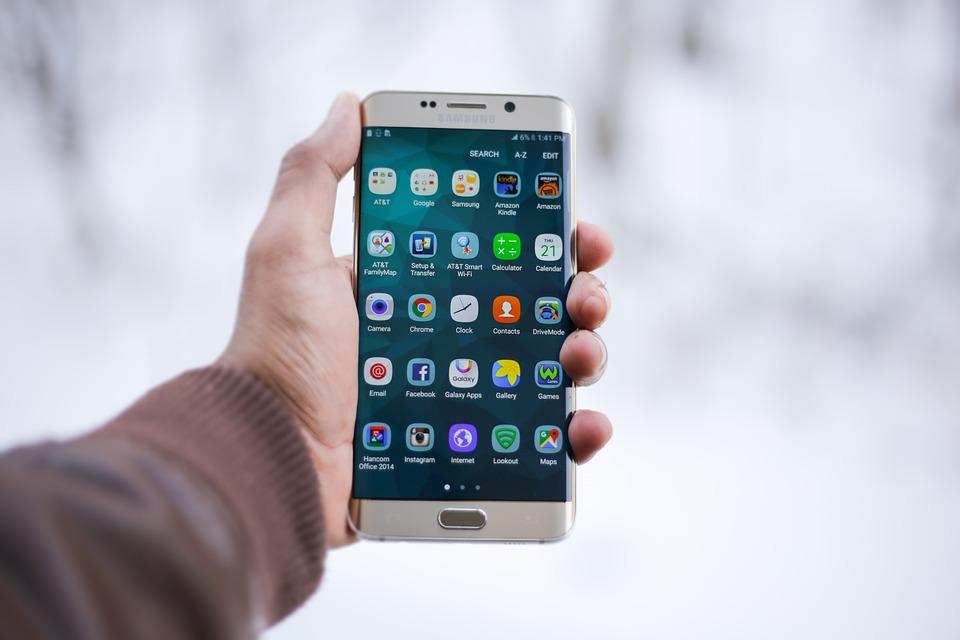 smartphone 1283938 960 720 - 어두운 밤길 위기 상황에서 스마트폰으로 'SOS' 메시지 보내는 방법