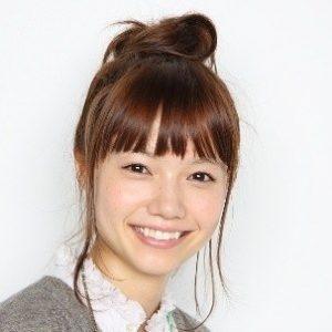 0 20 300x300 - 大女優に変貌を遂げた宮崎あおいのグラビア時代