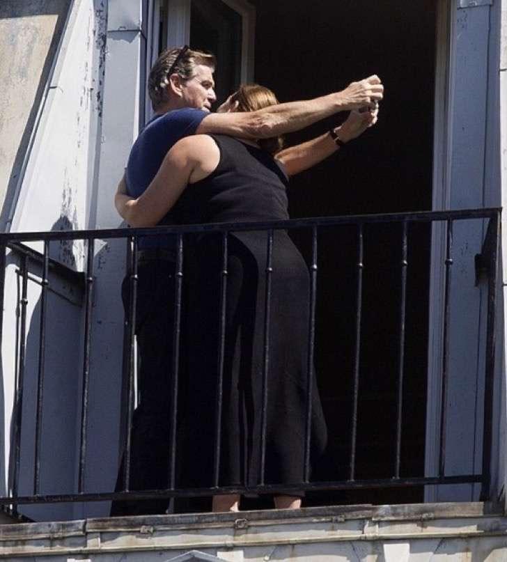 1 10 - La esposa de Pierce Brosnan ha sido criticada por su figura, uno más de los estigmas de las parejas de celebridades.