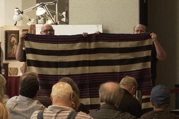 104835977 first phase chiefs blanket sets record at john moran auctioneers mp4  00 04 45 04 still004 600x400 - Homem com deficiência sobrevivia com US$ 200 / Mês - descubra como ele se tornou um milionário