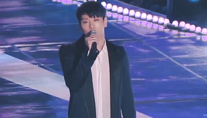 18g2k352f2wtz0kz3d04 - 시상식 참석한 모든 가수에게 '기립박수' 받은 박효신의 '무반주' 무대 (영상)