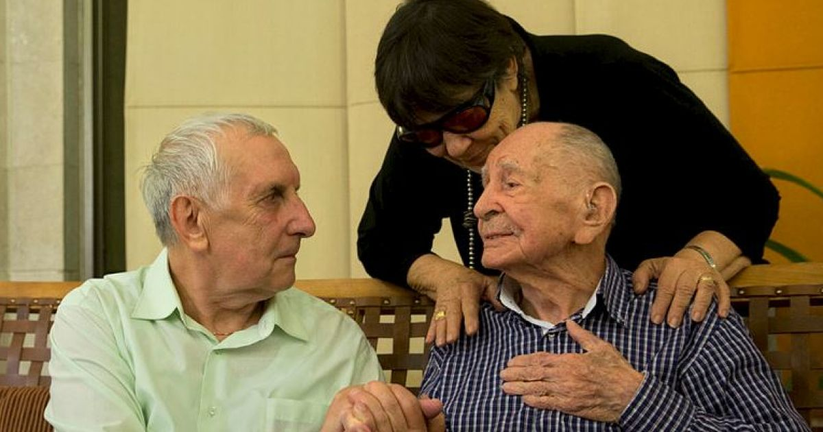 1950642114 - Holocaust Survivor Meets Family After Thinking They All Died in Camp