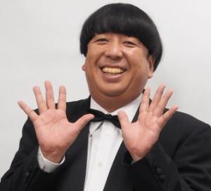 2 2 1 300x271 - キモいだけじゃない!歌えて踊れる日村勇紀!