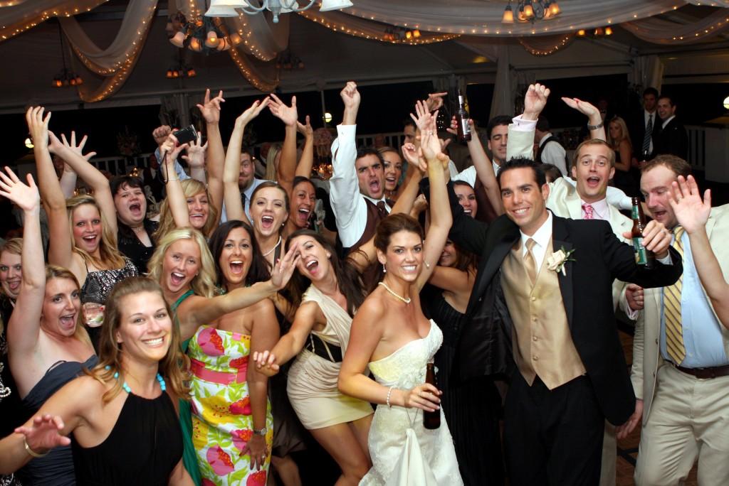 2 470 - 結婚式や忘年会におすすめ!余興にピッタリなダンスまとめ