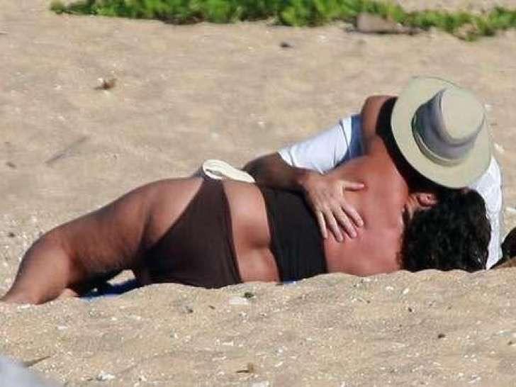 4 6 - La esposa de Pierce Brosnan ha sido criticada por su figura, uno más de los estigmas de las parejas de celebridades.