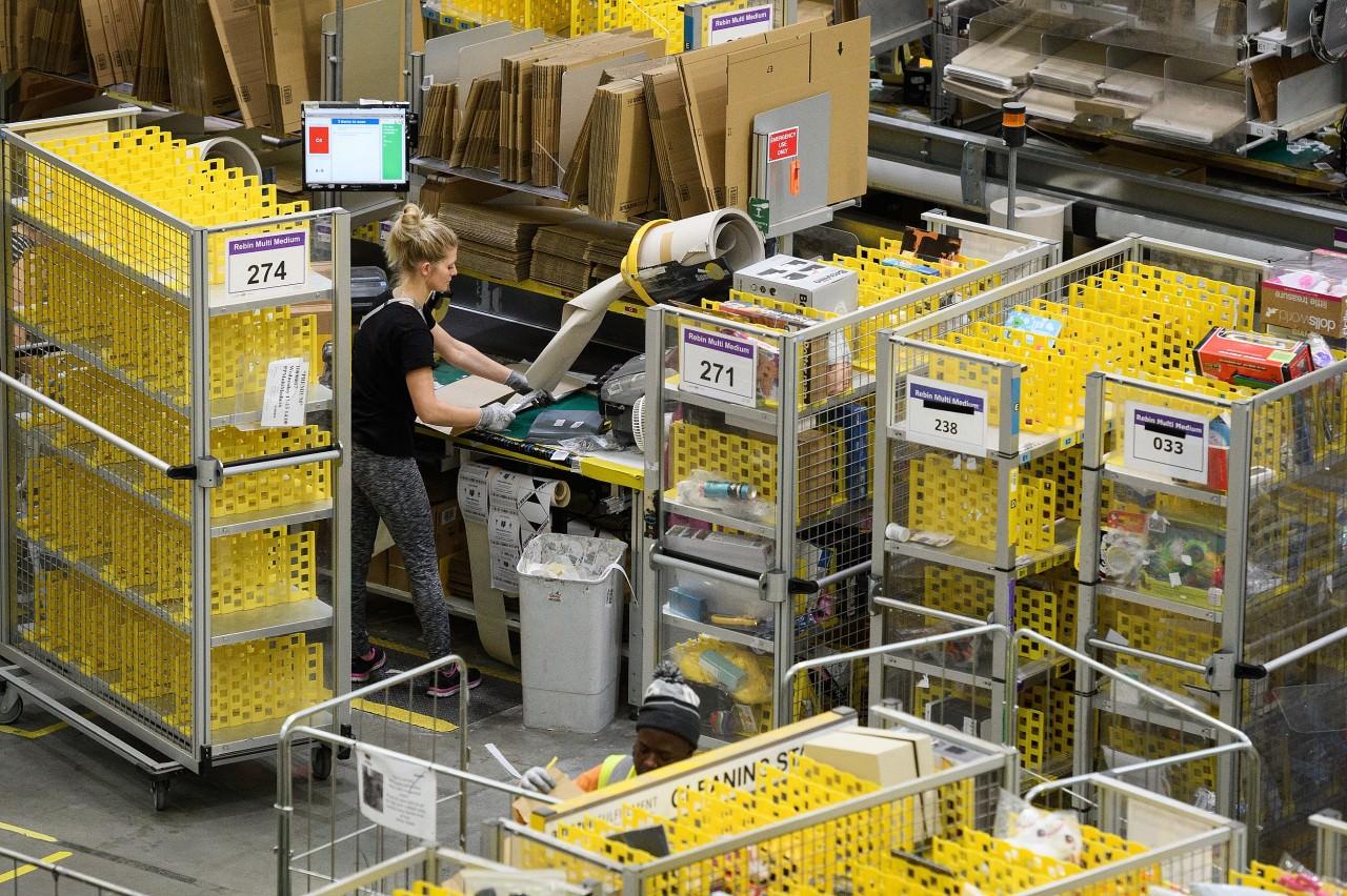 51e7919d02bba42236943e873d134950 - 血汗工廠?女孩拆Amazon包裹,驚見手寫求救信!