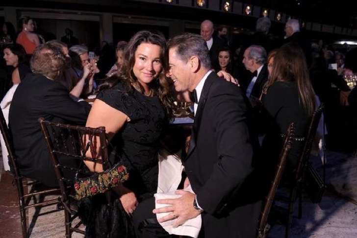 6 3 - La esposa de Pierce Brosnan ha sido criticada por su figura, uno más de los estigmas de las parejas de celebridades.