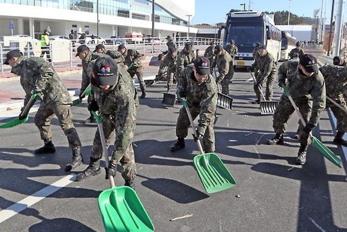 8mvk8f9tqa6b6stb2icf - 평찰 올림픽을 위해서 맨땅에 제설훈련 하는 군인들