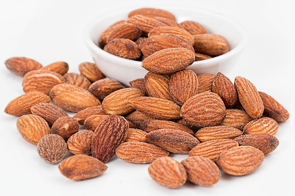 almonds 1768792 960 720 - 5 lanches noturnos que ajudarão você a perder peso enquanto dorme