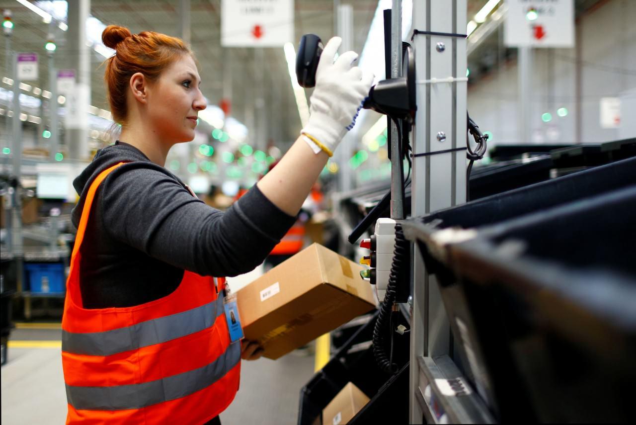c2ec69c8e8a14ad881a018e41842b2c9 - 血汗工廠?女孩拆Amazon包裹,驚見手寫求救信!