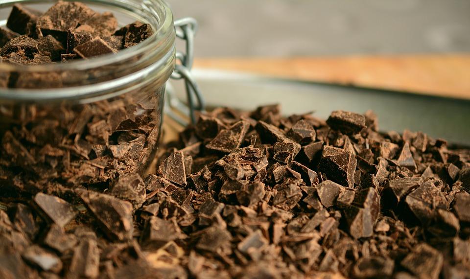 chocolate 2224998 960 720 - 5 aperitivos nocturnos que te ayudarán a bajar de peso mientras duermes