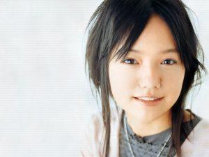e5aeaee5b48e1 300x225 - 大女優に変貌を遂げた宮崎あおいのグラビア時代