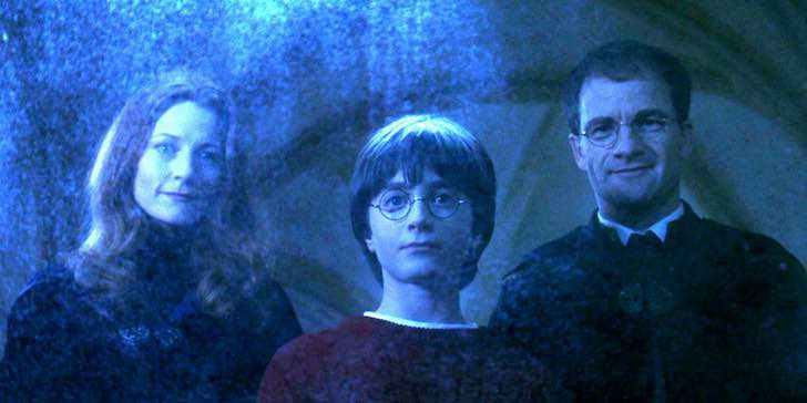 geraldine-somerville-as-lily-potter-daniel-radcliffe-as-harry-potter-adrian-rawlins-as-james-potter-in-mirror-of-erised