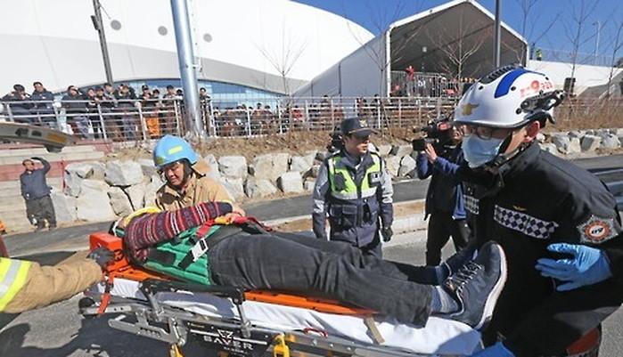i723264ad216635zce77 - 평찰 올림픽을 위해서 맨땅에 제설훈련 하는 군인들