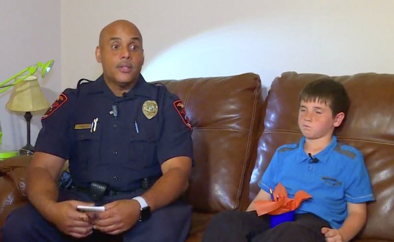 img 5a24da4864a40 - A Boy's Surprise To A Police Officer Goes Viral