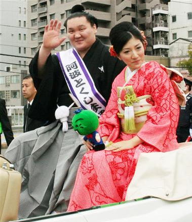 img 5a2534a201e96 - 相撲界を代表する白鵬さんと妻、和田紗代子さんについてまとめました。