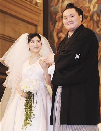 img 5a25352e2ba7b - 相撲界を代表する白鵬さんと妻、和田紗代子さんについてまとめました。