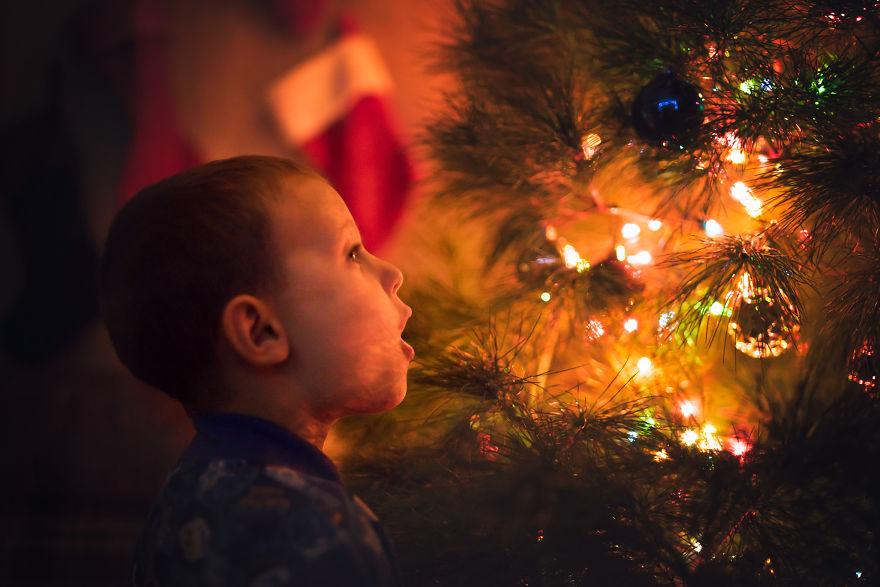 img 5a29fb05dc5af - 有攝影師老爸就是威:普通的聖誕節裝飾變得超夢幻!