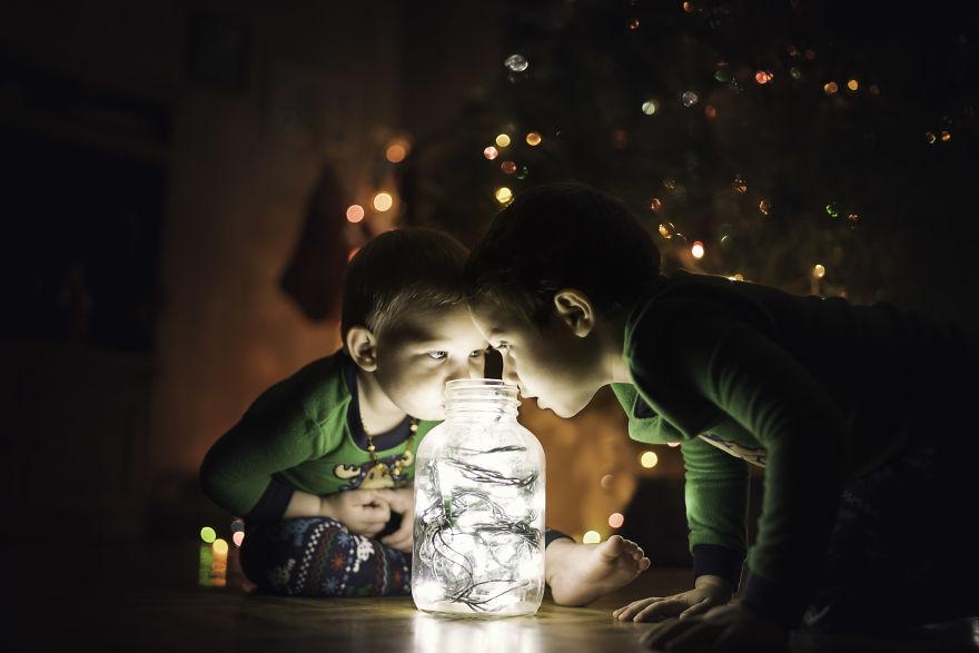 img 5a29fb24cc851 - 有攝影師老爸就是威:普通的聖誕節裝飾變得超夢幻!