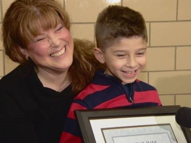 juice2 - Menino de 6 anos salvou sua mãe com uma caixa de suco depois que ela colapsou no chão