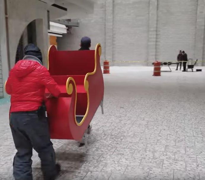mall3 - Shopping abandonado é transformado em parque de diversões na neve para crianças carentes