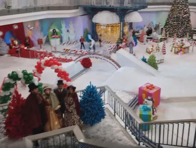 mall4 - Shopping abandonado é transformado em parque de diversões na neve para crianças carentes