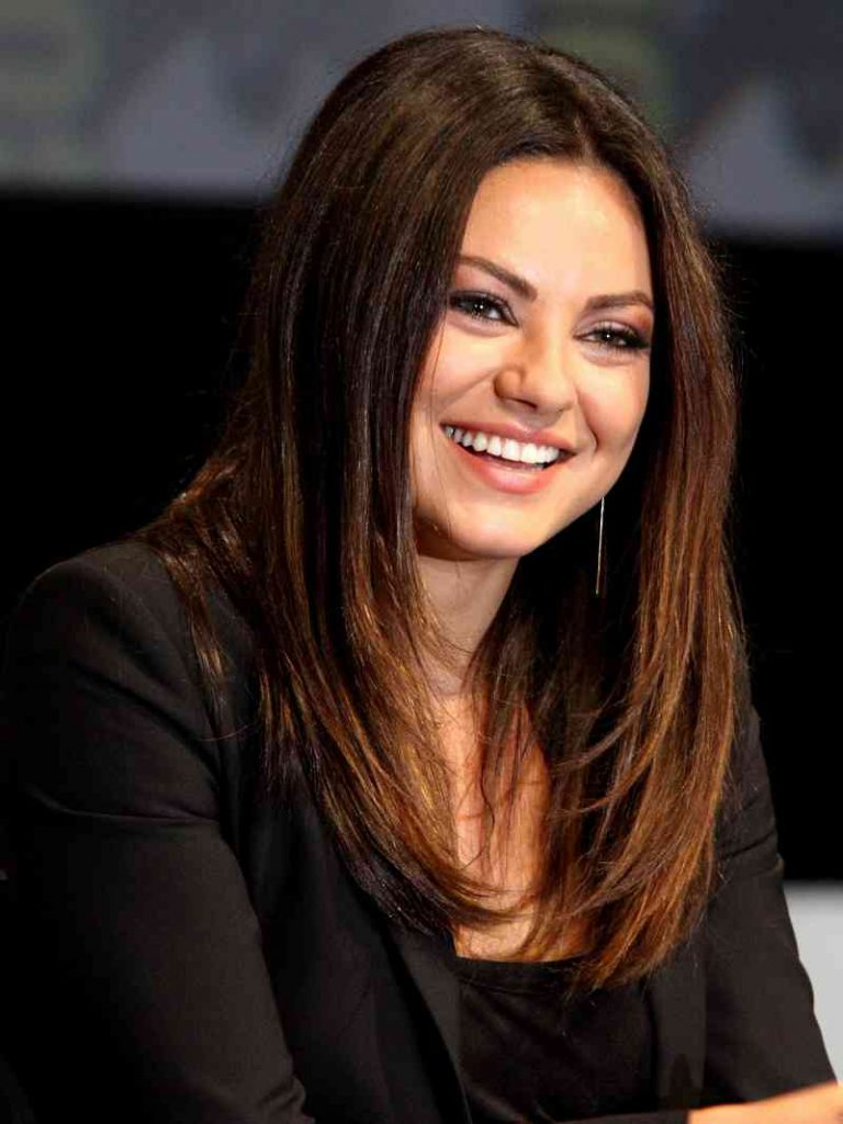 people criticize mila kunis for letting her daughter to drink wine 1 - Atriz é criticada por deixar a filha beber vinho desde que nasceu