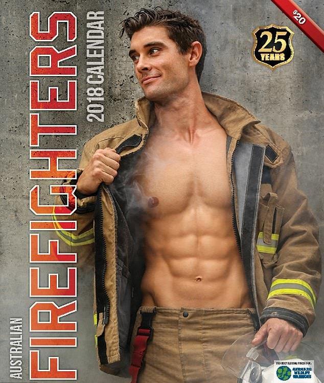 steemit3 - Des pompiers et des animaux posent dans ce calendrier pour la bonne cause