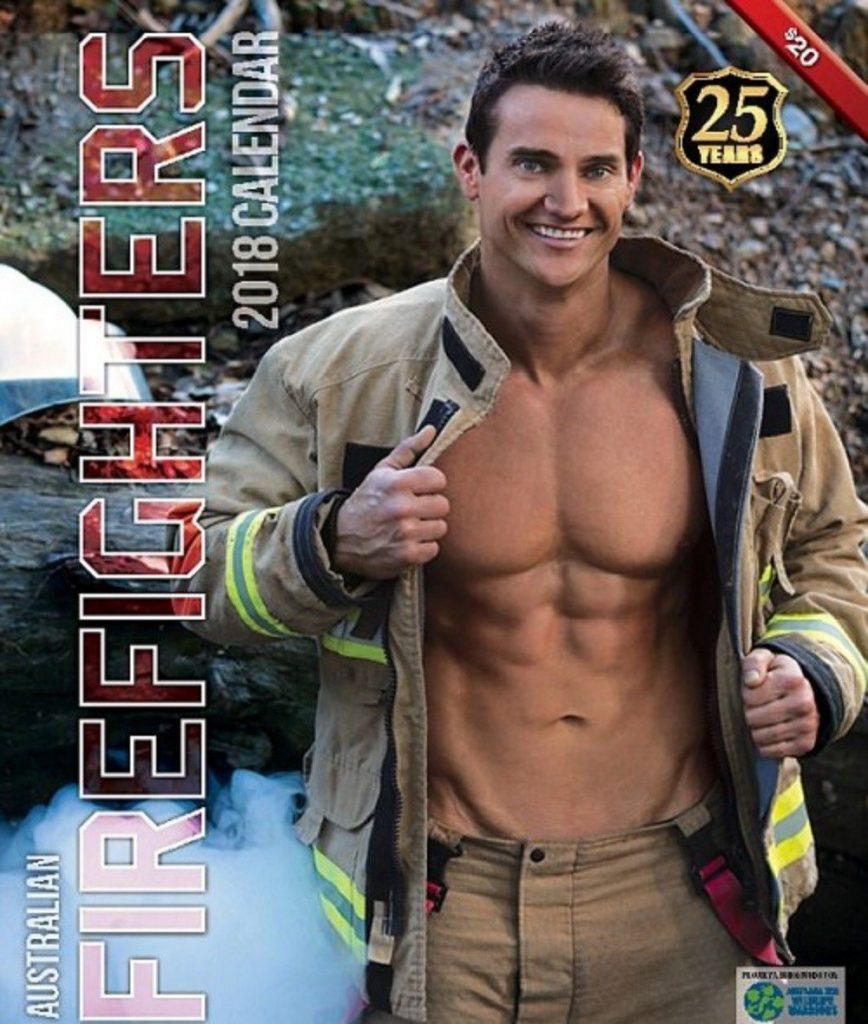 steemit6 868x1024 - Des pompiers et des animaux posent dans ce calendrier pour la bonne cause