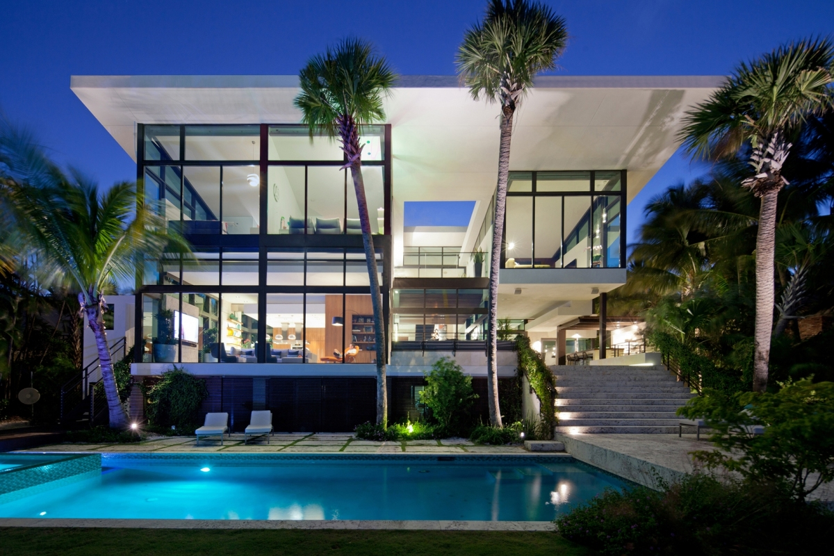 traditional-street-facade-hides-modernist-home-miami-lake-1-back-view