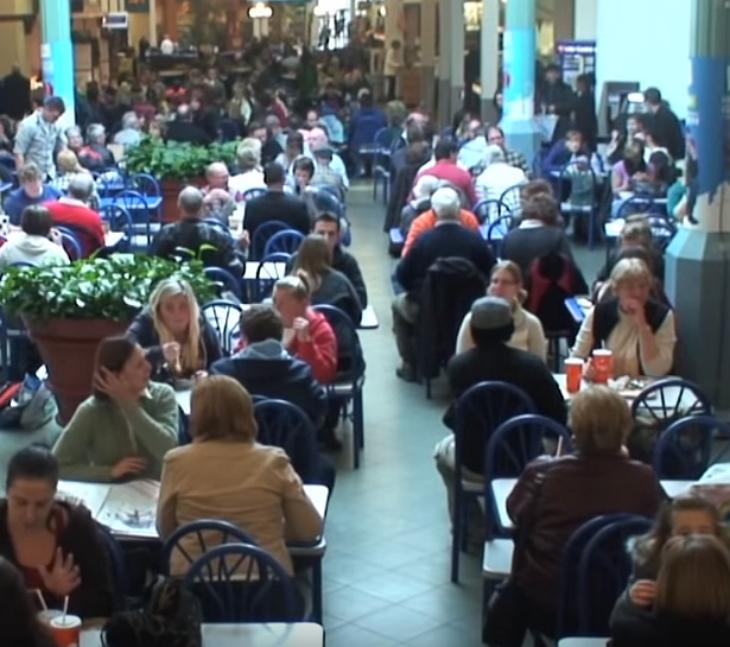 woman talks on phone loudly crowd 1 - These Unsuspecting Shoppers Got A Surprise At Food Court