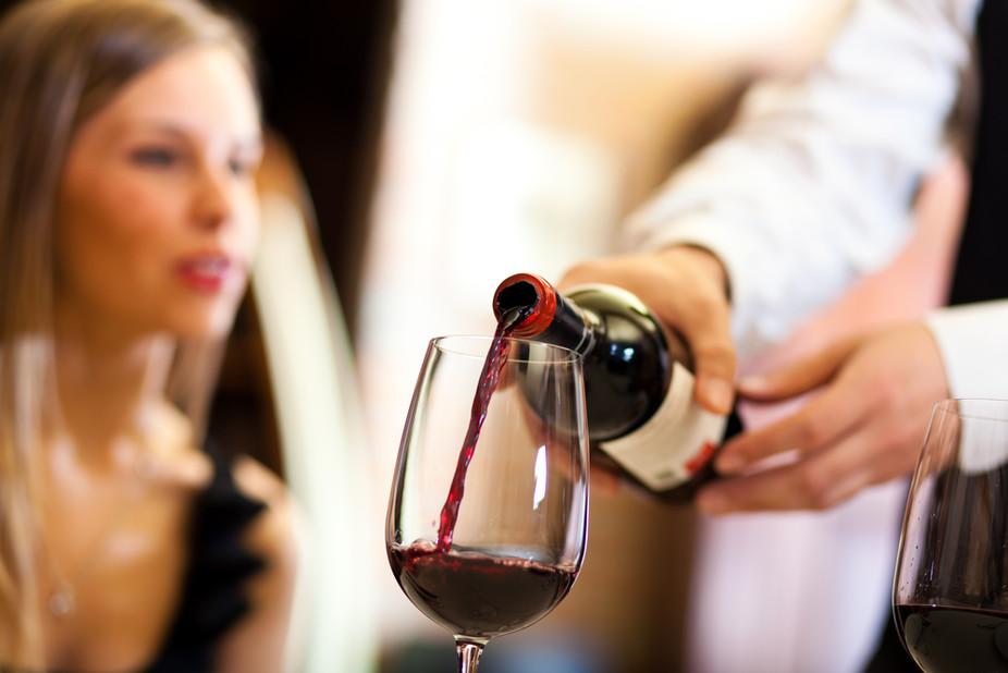 1 111 - 意外と知られていないワインの注ぎ方のマナーについて