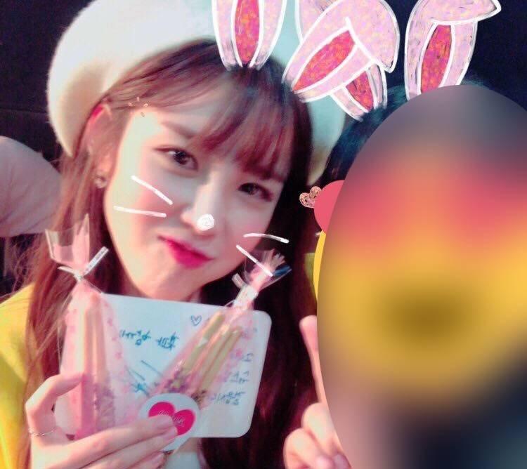 11 30 - 팬들을 위해 역대급 '역조공'한 여자 아이돌
