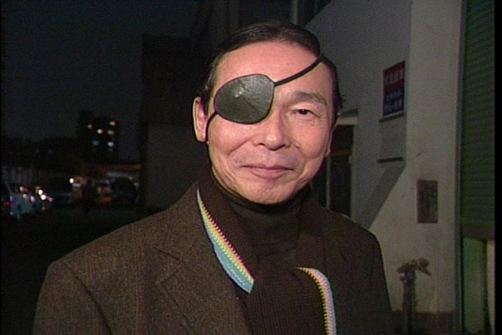 2 87 - タモリのトレードマークサングラスは目の失明が原因?