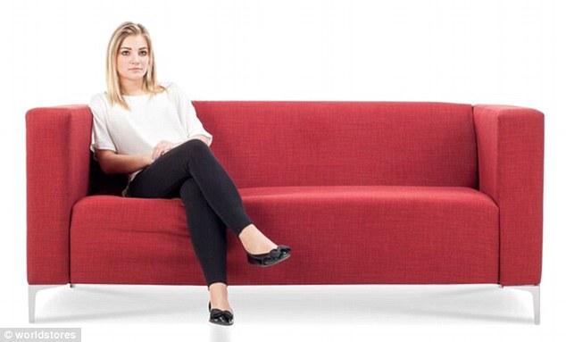 3075e2a400000578 3411613 image m 35 1453461463125 - Você pode ver a personalidade de alguém pela sua posição ao se sentar no sofá