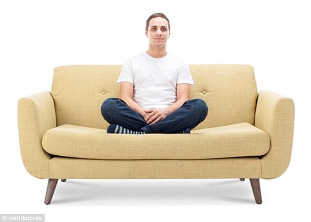 3075e2ba00000578 3411613 image m 38 1453461892586 1 - Você pode ver a personalidade de alguém pela sua posição ao se sentar no sofá
