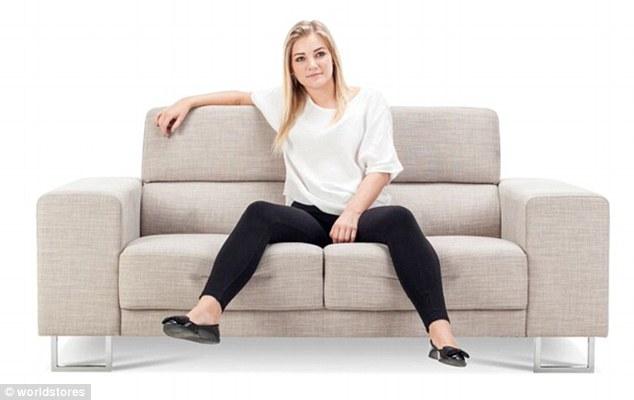 3075e2be00000578 3411613 image m 14 1453459312255 1 - Você pode ver a personalidade de alguém pela sua posição ao se sentar no sofá