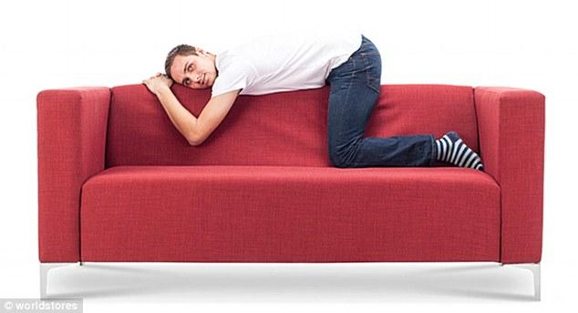 3075e2c200000578 3411613 image m 17 1453459427986 1 - Você pode ver a personalidade de alguém pela sua posição ao se sentar no sofá