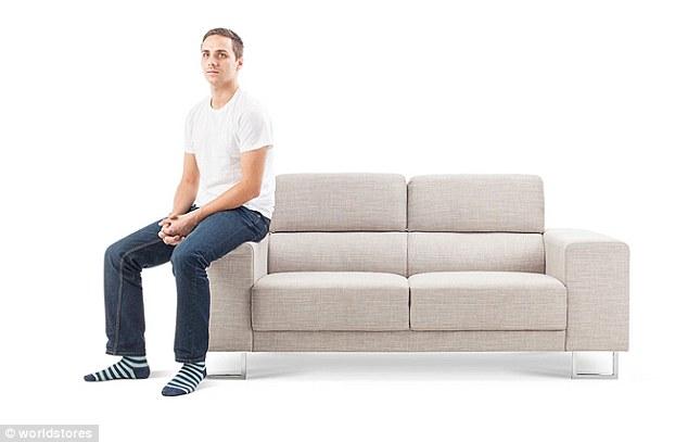 3075e2c800000578 3411613 image a 19 1453459571638 1 - Você pode ver a personalidade de alguém pela sua posição ao se sentar no sofá