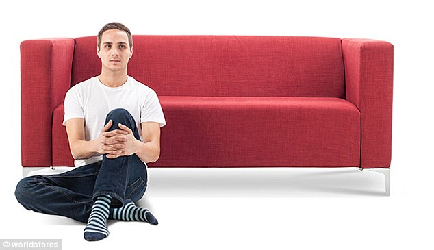 3075e2d600000578 3411613 image a 13 1453459147752 1 - Você pode ver a personalidade de alguém pela sua posição ao se sentar no sofá