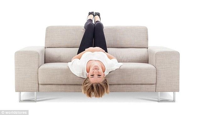 3075e2da00000578 3411613 image a 18 1453459564429 1 - Você pode ver a personalidade de alguém pela sua posição ao se sentar no sofá