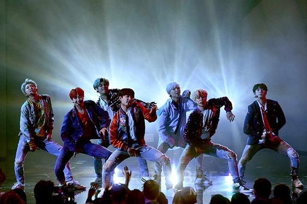 48660 57105 3241 - 방탄소년단, 미국 보이그룹 제치고 방탄소년단 2017 최고 보이밴드 선정