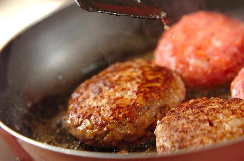 5 39 - パン粉なしで肉汁が溢れるハンバーグを作るためのつなぎ素材2つ