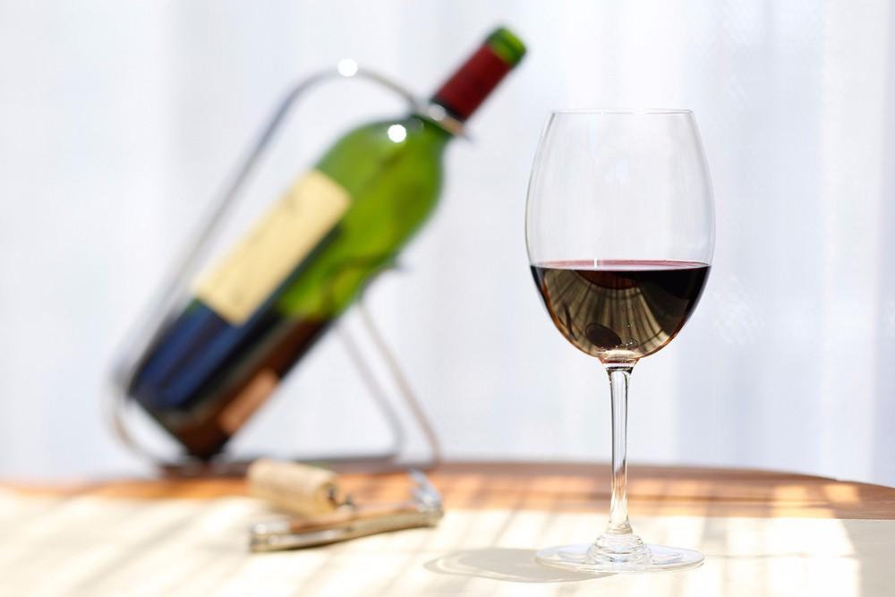 5 82 - 意外と知られていないワインの注ぎ方のマナーについて