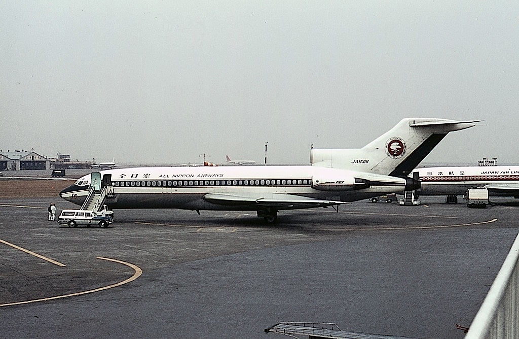boeing 727 81 all nippon airways ana jp6862123 - 日航機墜落事故はなぜ起きたのか…現場に残った証拠から考える原因