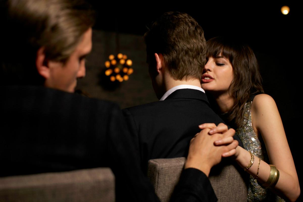 cheating 1 1 - 既婚女性と独身男性のアブナイ托卵計画