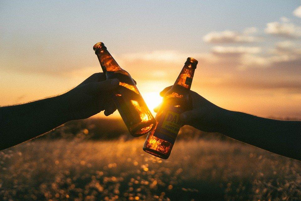 cheers 839865 960 720 - Des scientifiques recherchent 25 participants pour boire de la bière pendant 56 jours!