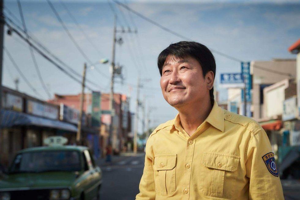 img 5a56704072645 - 回顧2017必看的十部韓國電影!不只《我只是個計程車司機》