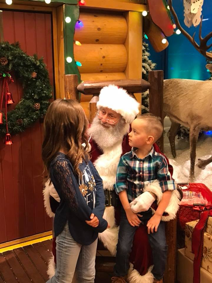 img 5a5da9ea38323 - Little Girl Wishes Store Santa To Heal Her Leukemia-Stricken Cousin